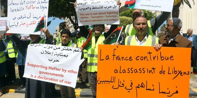 En demonstration i Libyen mot utländsk inblandning i konflikten.  MAHMUD TURKIA / AFP