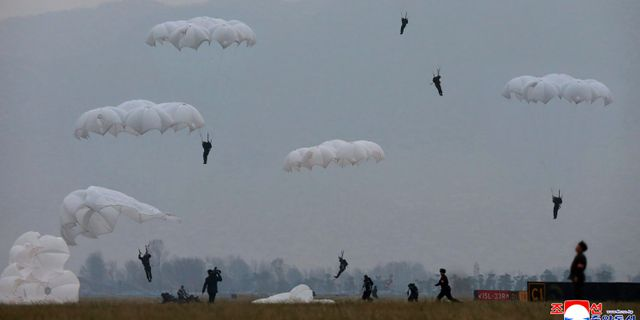 Nordkoreansk militärövning.  TT NYHETSBYRÅN