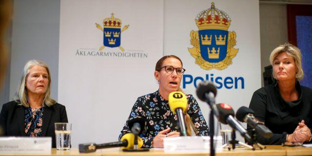 Lilian Elmquist, områdeschef barn och ungdom på Socialförvaltningen, Linda Schön, kammaråklagare i Jönköping och Maria Blomkvist, kriminalinspektör. Adam Ihse/TT / TT NYHETSBYRÅN