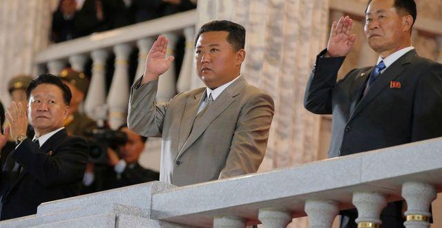 Kim Jong-Un under nattens parad. TT NYHETSBYRÅN