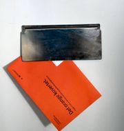 Orange kuvertet från pensionsmyndigheten. Janerik Henriksson/TT / TT NYHETSBYRÅN