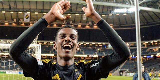 AIK:s Alexander Isak jublar efter 6-0 segern i allsvenskan mellan AIK och IFK Norrköping, 2 oktober. Anders Wiklund/TT / TT NYHETSBYRÅN