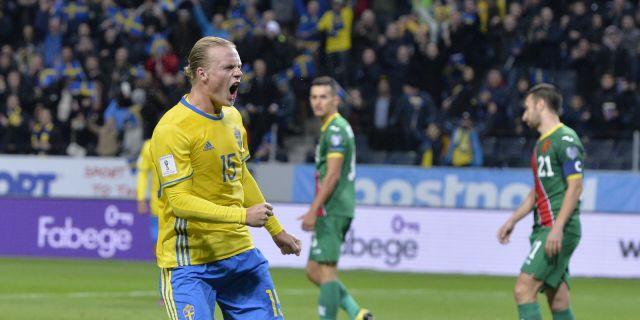 Ocar Hiljemark jublar efter 2–0-målet mot Bulgarien. Anders Wiklund TT.  Kvalet till fotbolls-VM 2018 f6b38545fb69a