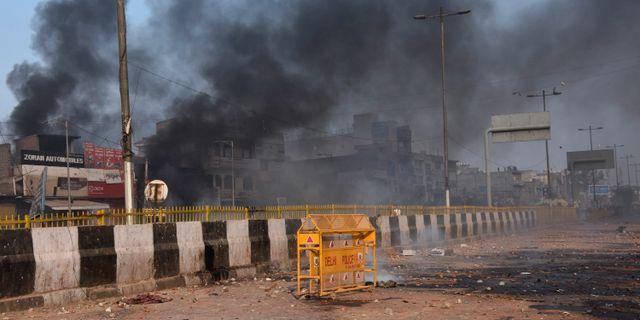 Rök efter demonstrationerna i New Delhi.  Dinesh Joshi / TT NYHETSBYRÅN