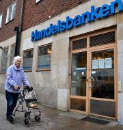 Laila Granholm har bott i Västertorp i södra Stockholm i 50 år och besöker Handelsbanken på Störtloppsvägen då och då. Janerik Henriksson/TT / TT NYHETSBYRÅN