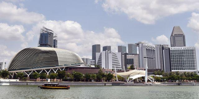 Blå himmel syns på nytt i Singapore. ROSLAN RAHMAN / AFP