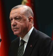 Spelarna går av planen/Erdogan. TT