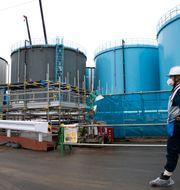 Vattnet förvarar i 1000 tankar som var och en rymmer lika mycket vatten som en simbassäng  Tomohiro Ohsumi / TT NYHETSBYRÅN/ NTB Scanpix