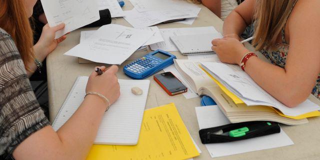 Arkivbild, elever studerar inför nationella provet. BERTIL ERICSON / TT / TT NYHETSBYRÅN