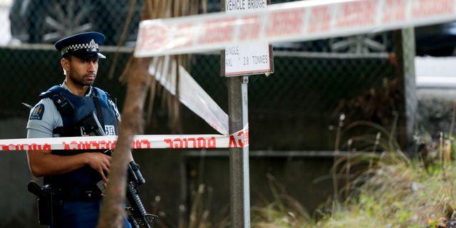 En polis nära Masjid Al Noor-moskén, en av de två moskéer som attackerades. Mark Baker / TT NYHETSBYRÅN/ NTB Scanpix