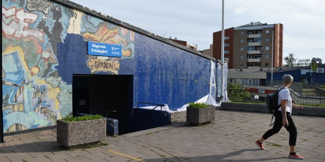 """Den 30 år gamla muralmålningen """"Highway"""" i Rågsved i södra Stockholm, har delvis målats över. Henrik Montgomery/TT / TT NYHETSBYRÅN"""