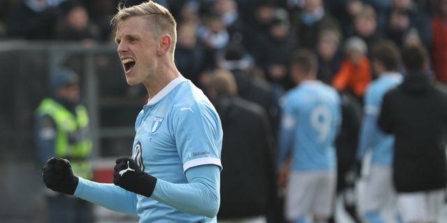 Den förre Blåvitt-spelaren Sören Rieks jublar efter MFF:s seger. Andreas Hillergren/TT / TT NYHETSBYRÅN