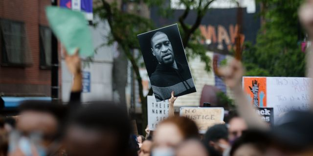 Protester mot polisbrutalitet och rasism i spåren efter George Floyds död. Frank Franklin II / TT NYHETSBYRÅN