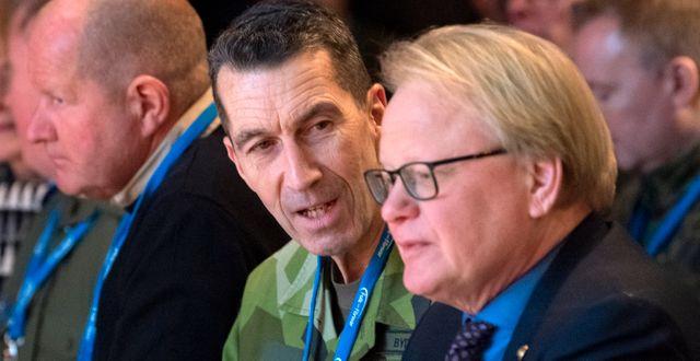 ÖB Micael Bydén och försvarsminister Peter Hultqvist Henrik Montgomery/TT / TT NYHETSBYRÅN