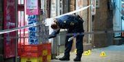 Polisens kriminaltekniker på Möllevångstorget efter skjutningen i lördags. Johan Nilsson/TT / TT NYHETSBYRÅN