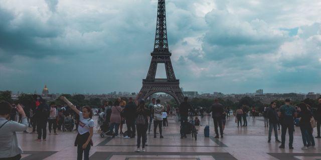 Privatpersoner behöver inte oroa sig för att bryta mot lagen om de delar bilder på Eiffeltornet. iWonder Vision/Pexels