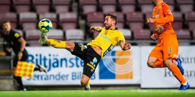 Elfsborgs Frederik Holst och AFC Eskilstunas Kadir Hodzic. MAXIM THORE / BILDBYRÅN