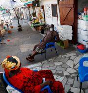 Handlade i Ghana dagen då nedstängningen började hävas. FRANCIS KOKOROKO / TT NYHETSBYRÅN