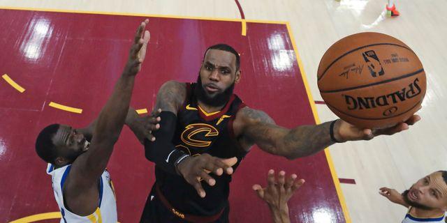 quality design 6a054 1681d LeBron James till LA Lakers – skriver miljardkontrakt