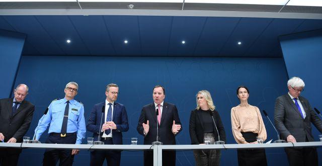Representanter för regeringen och olika myndigheter.  Fredrik Sandberg/TT / TT NYHETSBYRÅN