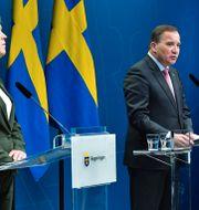 Lena Hallengren, Stefan Löfven och Johan Carlson.  Jonas Ekströmer/TT / TT NYHETSBYRÅN