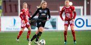 Stina Lennartsson med bollen  under en match i oktober 2018. OLA WESTERBERG / BILDBYRÅN