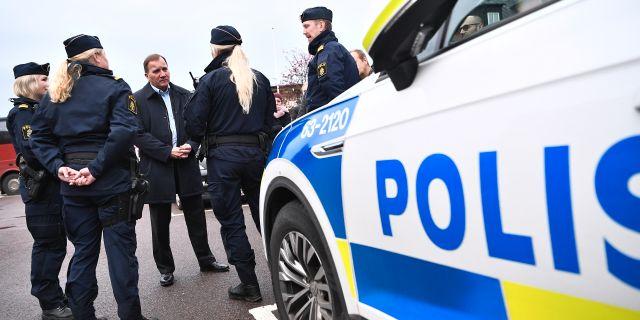 Stefan Löfven träffar poliser i Klippan under sin pågående Sverigeturné. Johan Nilsson/TT / TT NYHETSBYRÅN