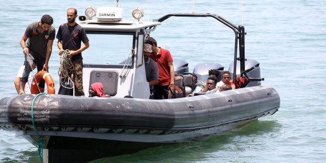 Elva saknas efter fartygsolycka
