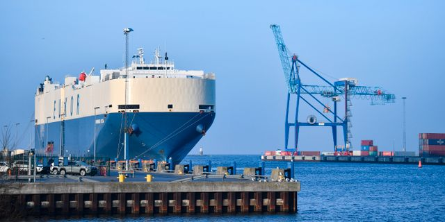 Ett biltransportfartyg i hamnen i Malmö på onsdagen.  Johan Nilsson/TT / TT NYHETSBYRÅN