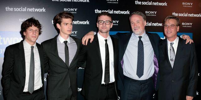 Skådespelarna Jesse Eisenberg, Andrew Garfield, och Justin Timberlake och filmskaparna David Fincher och Aaron Sorkin på premiären 2010. Thibault Camus / TT NYHETSBYRÅN/ NTB Scanpix
