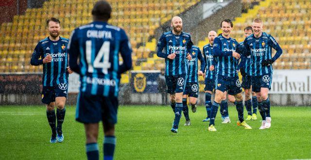 Bild från matchen, efter Chilufyas 2–0-mål.  JÖRGEN JARNBERGER / BILDBYRÅN