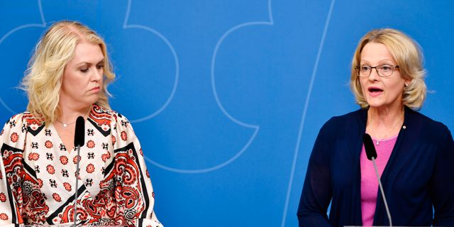 Barn-, äldre- och jämställdhetsminister Lena Hallengren och migrationsminister Helén Fritzon presenterade förslaget i maj.  Anders Wiklund/TT / TT NYHETSBYRÅN