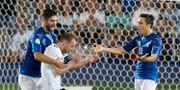 Italien och Tyskland bråkar om bollen efter Italiens 1–0-mål. JANEK SKARZYNSKI / AFP
