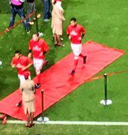 Benfica på väg genom Emirates desk. James Fielden
