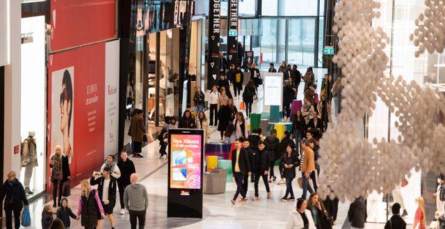 Gott om folk på Mall of Scandinavia. Amir Nabizadeh/TT / TT NYHETSBYRÅN