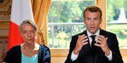 Arkivbild: Elisabeth Borne tillsammans med Emmanuel Macron Julien de Rosa / TT NYHETSBYRÅN