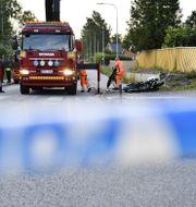 En död och två skadade sedan en polisbil under utryckning krockat med en mopedbil i Täby under natten mot söndagen. Naina Helén Jåma/TT / TT NYHETSBYRÅN