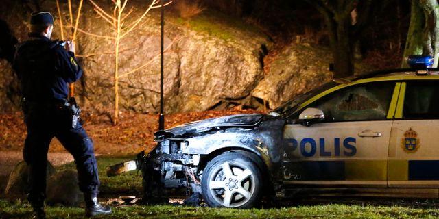 16 bilar sattes i brand i ostberga