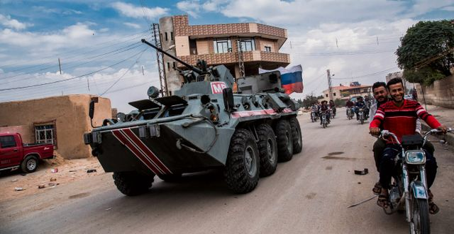 Rysk militärpatrull nära gränsen mellan Syrien och Turkiet, 25 oktober.  Baderkhan Ahmad / TT NYHETSBYRÅN