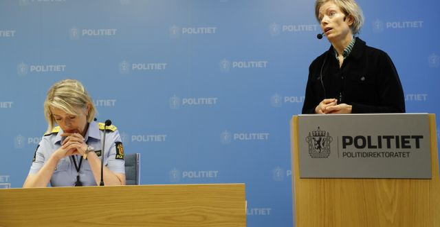 Anja Dalgaard-Nielsen och Benedicte Bjørnland presenterar rapporten på en pressträff i dag. Geir Olsen / TT NYHETSBYRÅN