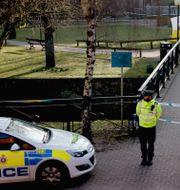 Ryske dubbelagenten Sergej Skripal och hans dotter hittades på en bänk i brittiska Salisbury i mars 2018. Matt Dunham / TT / NTB Scanpix