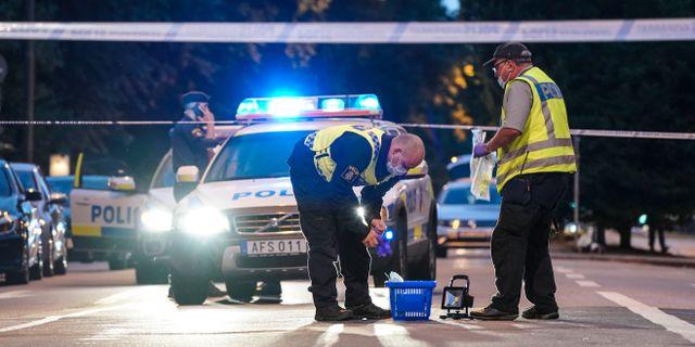 Polisens kriminaltekniker på plats på Drottninggatan i Malmö. Johan Nilsson/TT / TT NYHETSBYRÅN