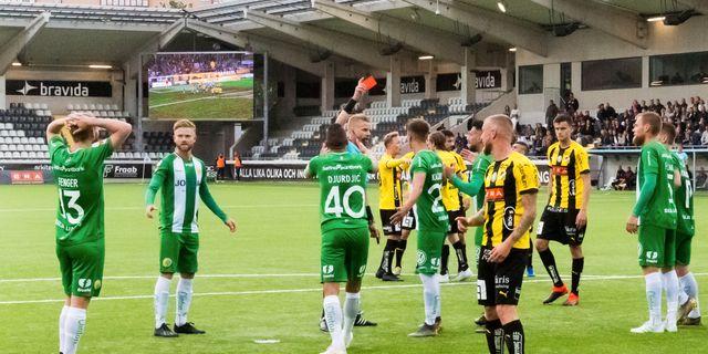 Hammarbys Mads Fenger får rött kort. DANIEL STILLER / BILDBYRÅN