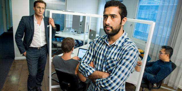 It-programmeraren Tayyab Shabab, tillsammans med sin dåvarande chef, Dynamo-vd:n Mathias Plank, 2017. Tayyab Shabab är programmerare från Pakistan som utvisades från Sverige eftersom hans förre arbetsgivare har gjort en miss vad gäller Tayyabs pensionsinbetalningar. Claudio Bresciani/TT / TT NYHETSBYRÅN