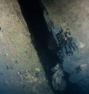Bild ur ny dokumentärserie på ett hål i skrovet på Estonia, som sjönk 1994. Hålet är enligt uppgifterna i dokumentärserien, producerad av Dplay, fyra meter högt och har tidigare delvis ha legat dolt mot sjöbottnen. Bilden tagen av en dykrobot. DPLAY/TT / TT NYHETSBYRÅN