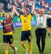 Emil Forsberg, Emil Krafth, förbundskapten Janne Andersson och assisterande förbundskapten Peter Wettergren.  LUDVIG THUNMAN / BILDBYRÅN