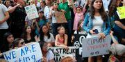 Greta Thunberg strejkar utanför FN-byggnaden i New York. Mary Altaffer / TT NYHETSBYRÅN