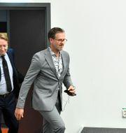 Richard Norling anländer till pressträffen. Ali Lorestani/TT / TT NYHETSBYRÅN