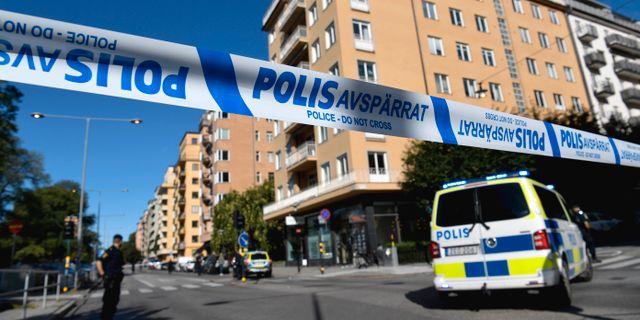Polisavspärrningar utanför advokatens bostad. Pontus Lundahl/TT / TT NYHETSBYRÅN