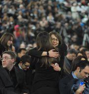 Anhöriga vid en minnesstund för de kanadensiska offren. WALTER TYCHNOWICZ / AFP